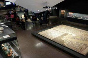 Visita guiada al museo de los orígenes